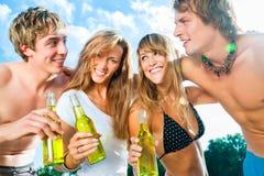 Célébration de la réception à la plage Photos stock