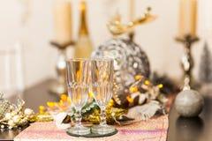 Célébration de Noël et de nouvelle année avec le champagne image libre de droits