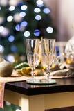 Célébration de Noël et de nouvelle année avec le champagne photographie stock libre de droits