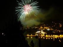 Célébration de nouvelle année avec le feu d'artifice coloré Image libre de droits