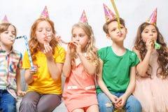 Célébration de partie de portrait de studio de petits enfants ensemble Images stock
