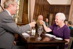 Célébration de personnes plus âgées Photos libres de droits