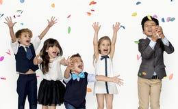 Célébration de sourire S d'unité d'amitié de bonheur d'enfants Images libres de droits