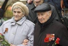 Célébration de Victory Day à Moscou Portrait supérieur de femme et d'homme Images libres de droits