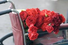 Célébration de Victory Day à Moscou Roses rouges et oeillets Photographie stock libre de droits
