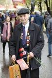 Célébration de Victory Day à Moscou Verticale d'homme aîné Photographie stock