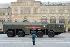 Célébration du 72th anniversaire de Victory Day WWII La pierre du nom SS-26 de reportage de l'OTAN de 9K720 Iskander est un mobil Images stock