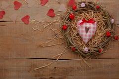 Célébration heureuse d'amour de jour de valentines dans un style rustique Photo stock