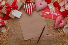 Célébration heureuse d'amour de jour de valentines dans un style rustique Images stock