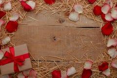 Célébration heureuse d'amour de jour de valentines dans un style rustique Photos libres de droits