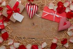 Célébration heureuse d'amour de jour de valentines dans un style rustique Photo libre de droits