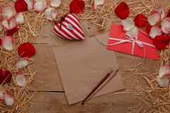 Célébration heureuse d'amour de jour de valentines dans un style rustique Images libres de droits