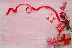 Célébration heureuse d'amour de jour de valentines dans un style rustique d'isolement Image stock