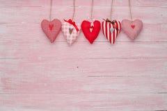 Célébration heureuse d'amour de jour de valentines dans un style rustique d'isolement Photographie stock