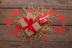 Célébration heureuse d'amour de jour de valentines dans un style rustique d'isolement Photos stock