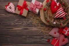 Célébration heureuse d'amour de jour de valentines dans un style rustique d'isolement Photo libre de droits