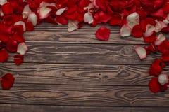Célébration heureuse d'amour de jour de valentines dans un style rustique d'isolement Photographie stock libre de droits