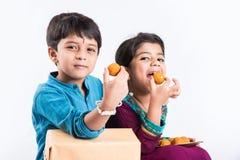 Célébration indienne de frère et de soeur rakshabandhan ou festival de rakhi Photos libres de droits