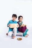 Célébration indienne de frère et de soeur rakshabandhan ou festival de rakhi Photo stock