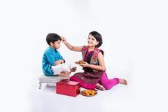 Célébration indienne de frère et de soeur rakshabandhan ou festival de rakhi Image libre de droits