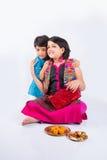 Célébration indienne de frère et de soeur rakshabandhan ou festival de rakhi Images stock