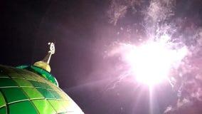 Célébration islamique des pétards Dôme de fête de mosquée heureux banque de vidéos