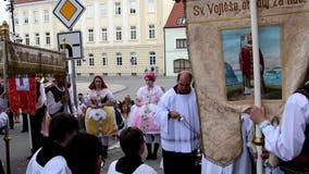 Célébration le festin du corpus Christi Body du Christ également connu sous le nom de corpus Domini Costumes de gens d'usage de f clips vidéos