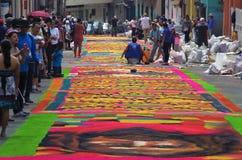 Célébration religieuse Tegucigalpa Honduras d'été de préparation de tapis colorée par sciure 2019 23 photos stock