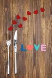 Célébrez le jour de valentine, amour de mot sur la table en bois Photos libres de droits