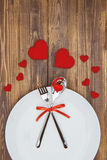 Célébrez le jour de valentine, la forme de coeur et le dishware d'un plat Photographie stock