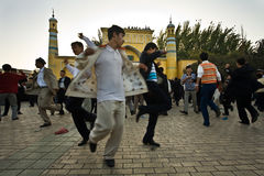 célébrez les hommes d'extrémité de danse ramadan Photographie stock libre de droits