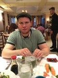 Célébrités enfermant dans une boîte l'instigateur Dmitriy Salita à la Renaissance de café Image stock