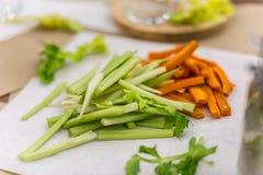 Céleri et carottes de nourriture de Vegan Images stock