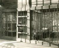 Célula de cárcel vacía imagenes de archivo