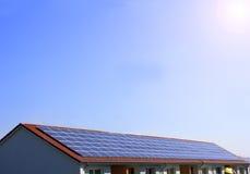 Célula fotovoltaica, solar en la azotea Foto de archivo
