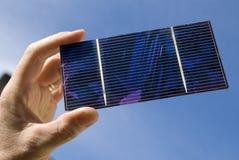 Célula solar en luz del sol Fotografía de archivo
