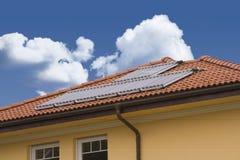 Célula solar no telhado Fotos de Stock