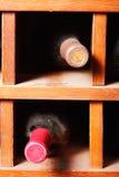 Células con las botellas de vino Imagenes de archivo