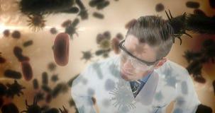 Células de examen 4k de la infección de las bacterias del científico almacen de metraje de vídeo