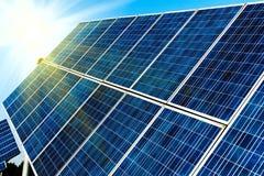 Células fotovoltaicas o los paneles solares Imágenes de archivo libres de regalías