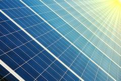 Células fotovoltaicas y sol Foto de archivo