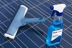 Células solares y detergente Fotos de archivo libres de regalías