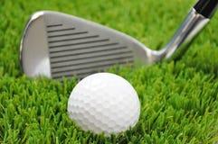 Céntrese en pelota de golf Imagen de archivo