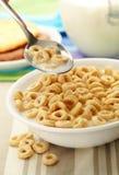 Céréale dans la cuillère et la cuvette Image stock