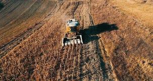Céréale moissonnant des détails Vue aérienne de récolte d'automne banque de vidéos
