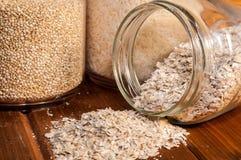 Céréales dans des pots en verre Image libre de droits
