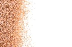 Céréales de gruaux de blé en tant que cadre décoratif d'isolement sur le fond Image libre de droits