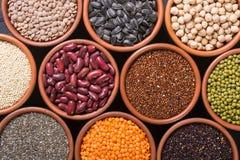 Céréales et haricots dans la cuvette Images libres de droits