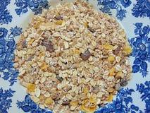Céréales ou muesli savoureuses pour le petit déjeuner image libre de droits