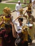 Cérémonie bouddhiste dans un temple dans Bali images stock